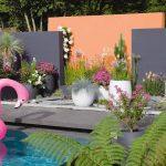 fleurs en décoration de jardin